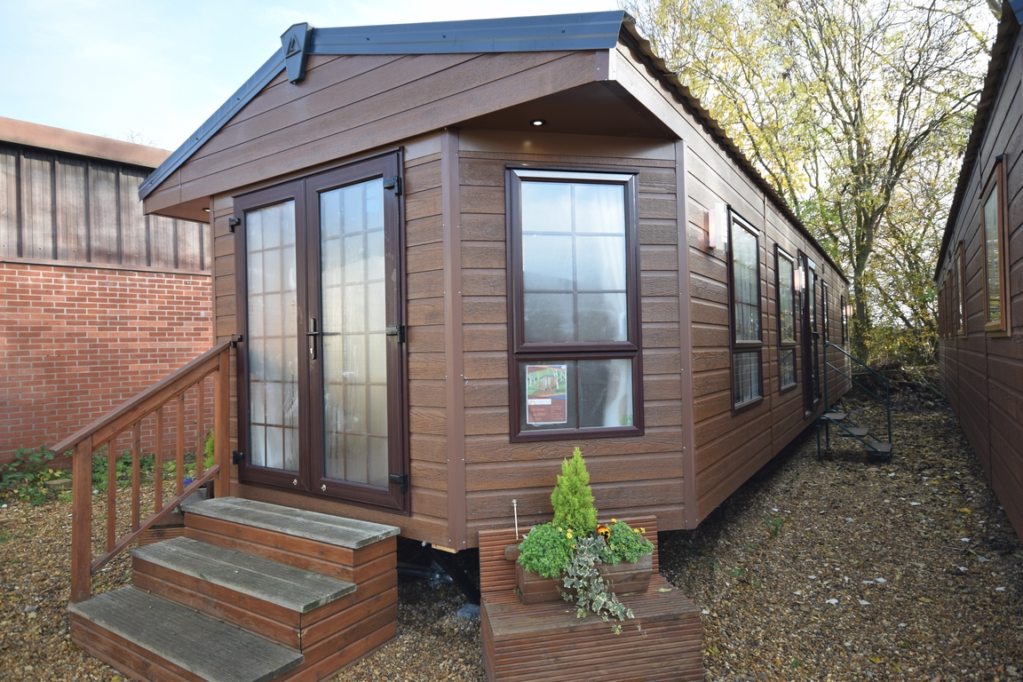 Sunrise Lodge Deluxe Super Red Fox CanExel Cladding