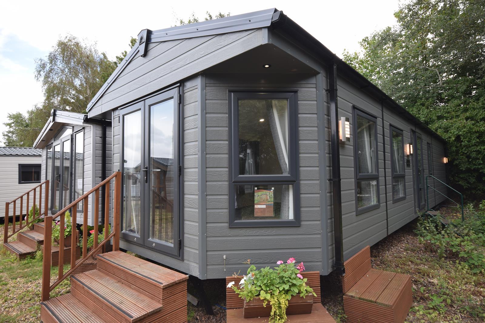 Sunrise Lodge Oaktree wheelchair friendly mobile home exterior